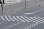 Водители совершенно не обращают внимания на пешеходов, переходящих дорогу по «зебре»